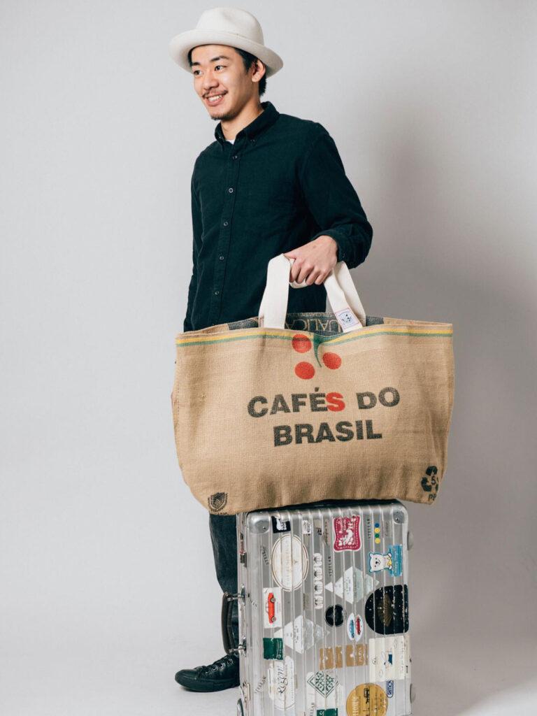 BRAZILの麻素材の珈琲豆袋で作った大き目のバッグ、350gと軽くリバーシブルでも使える